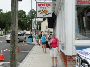 Mystic Pizza - That's not Julia Roberts in the movie!