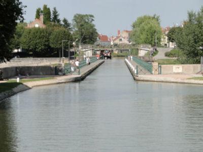 Entering the Pont Canal de Digoin