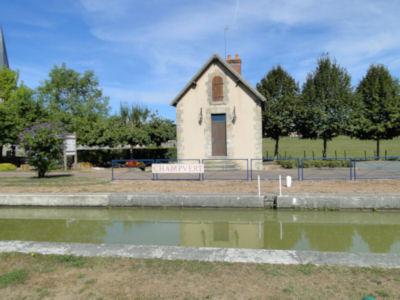 Champvert lock house - no lock keeper in sight