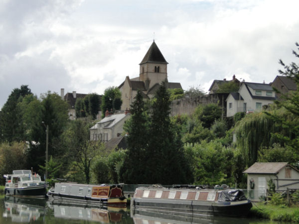 Approaching Cercy-la-Tour