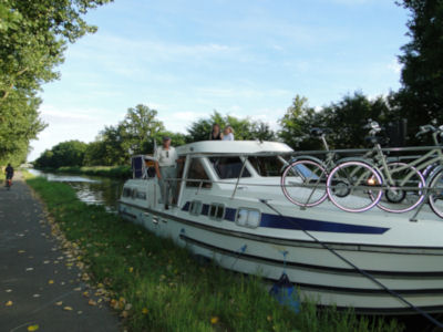 Our first mooring alongside the canal bank