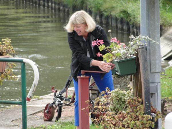 Jill opening a lock