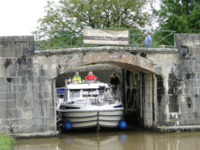Exiting last lock before Châtillon-en-Bazois