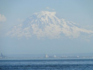 Telephoto of Mt. Rainier as we approached Tacoma