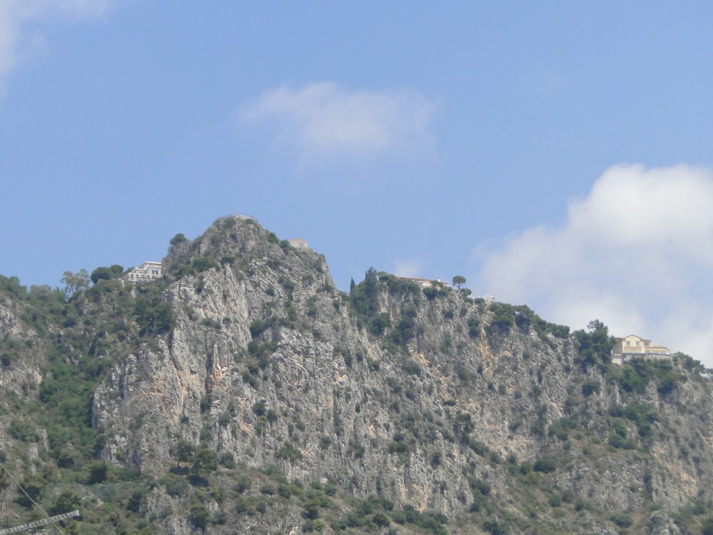 Cliff-top houses in Beaulieu