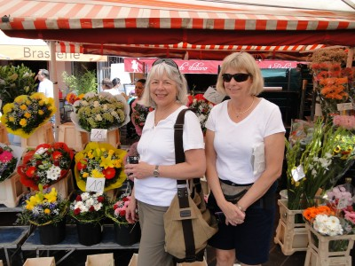 Jill and Dawn in the Nice flower market