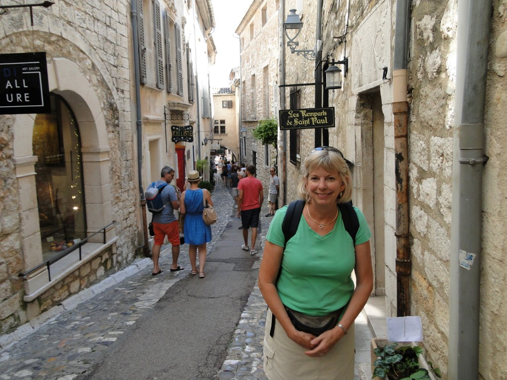A medieval maiden in the streets of Saint Paul de Vence