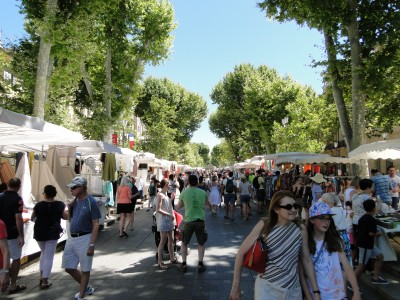 Cours Mirabeau during the market