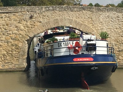 Barge passing under very tight Capestang bridge