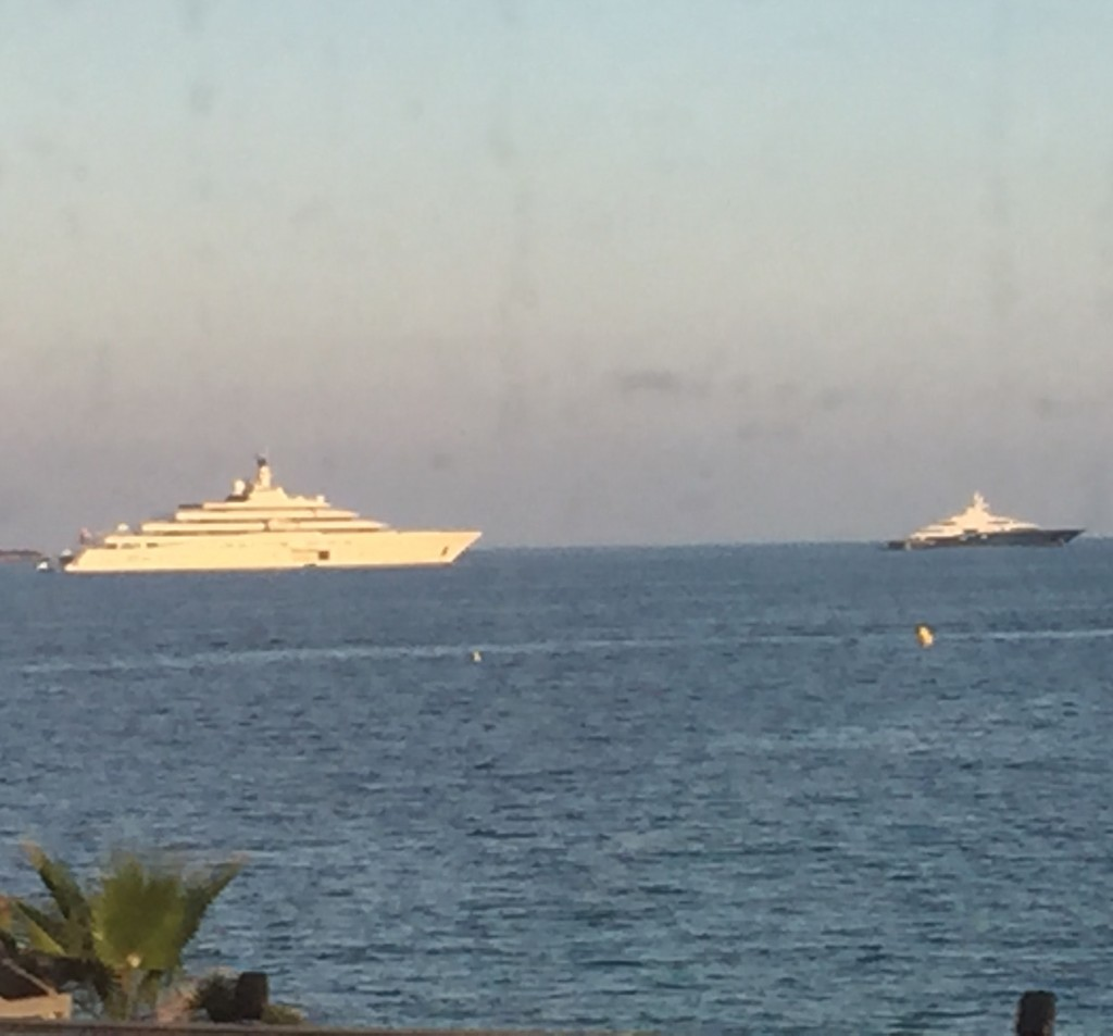 That's not a cruise ship.  The one the right is probably around 200'.  Taken from moving train window.